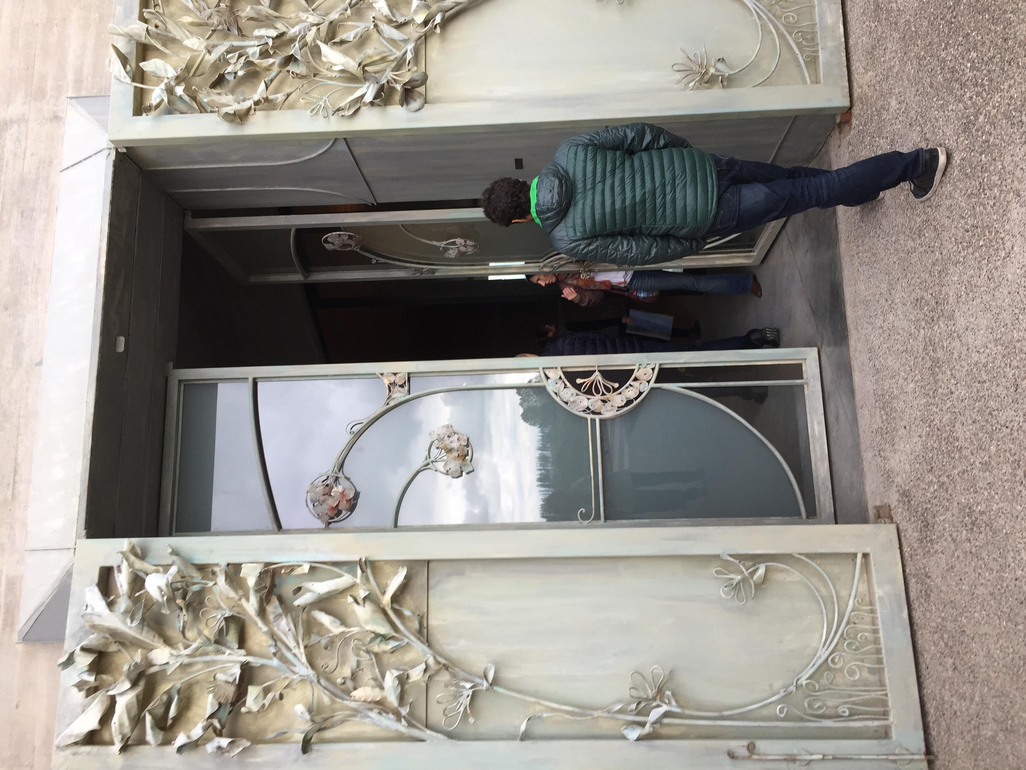Puerta de bodega Piedra Infinita