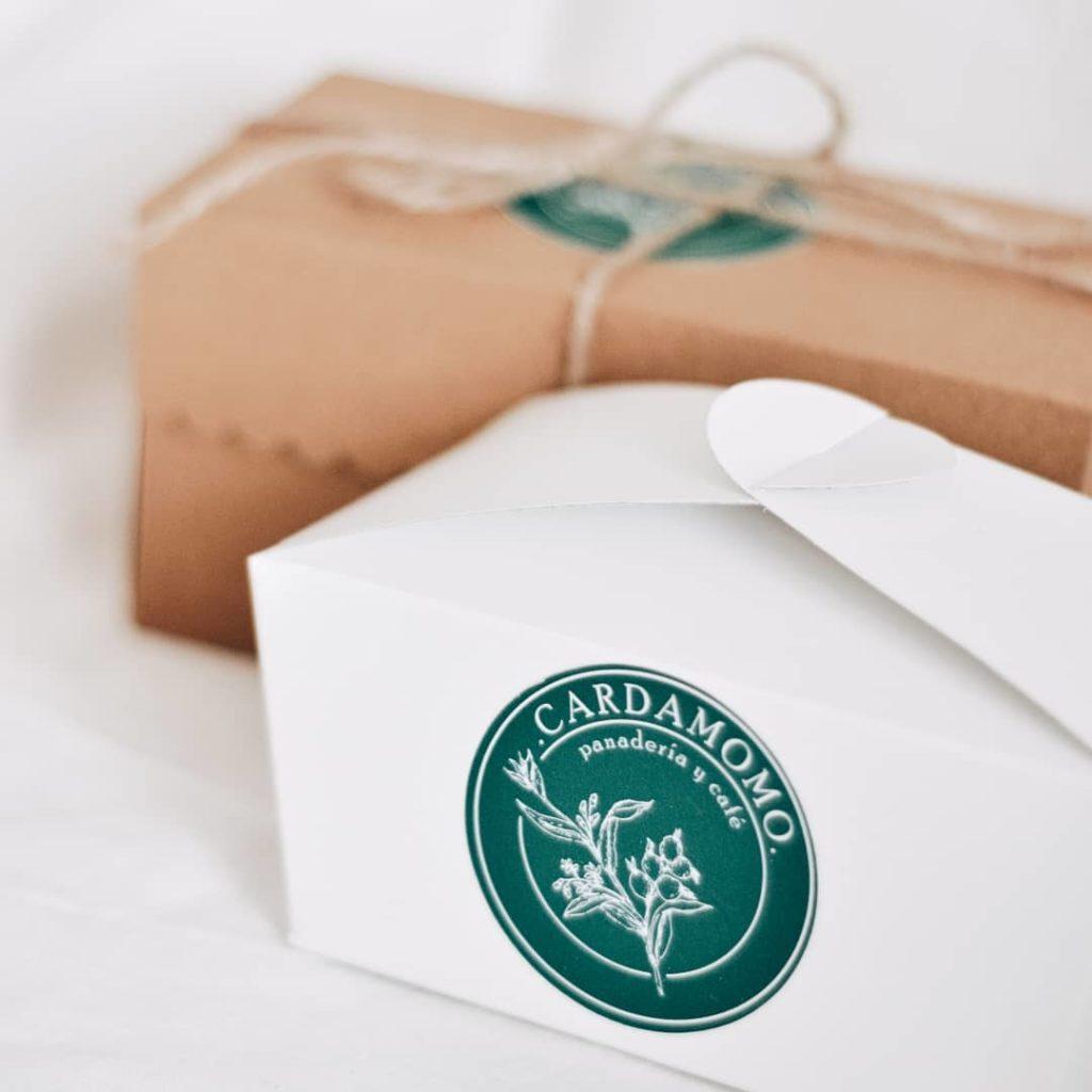 El packaging de los productos de Cardamomo.