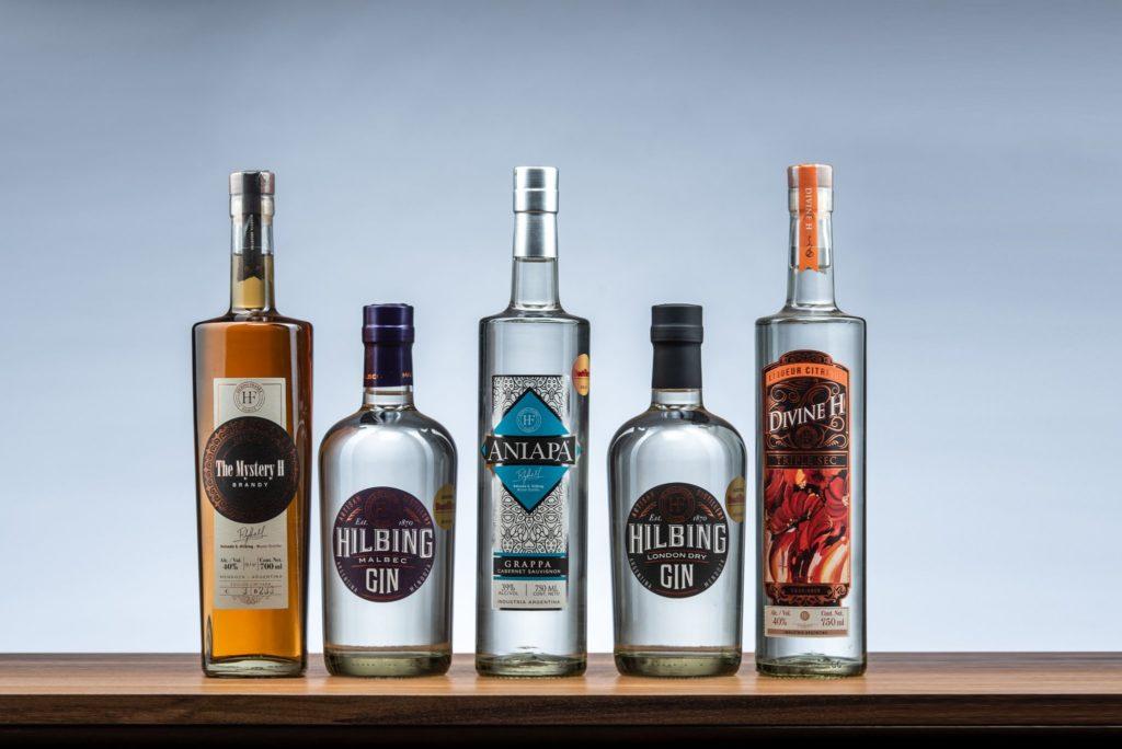 Bebidas que produce destilería Hilbing.